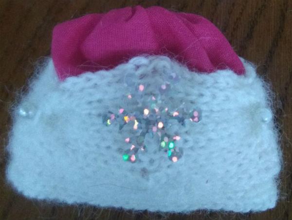 шапка деда мороза со снежинкой фото